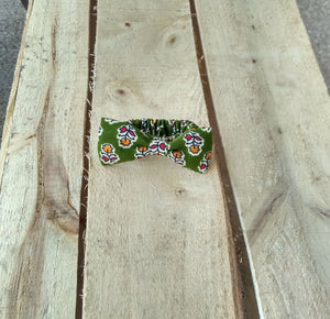 Monki Bow Hair Scrunchies : Green with Flowers