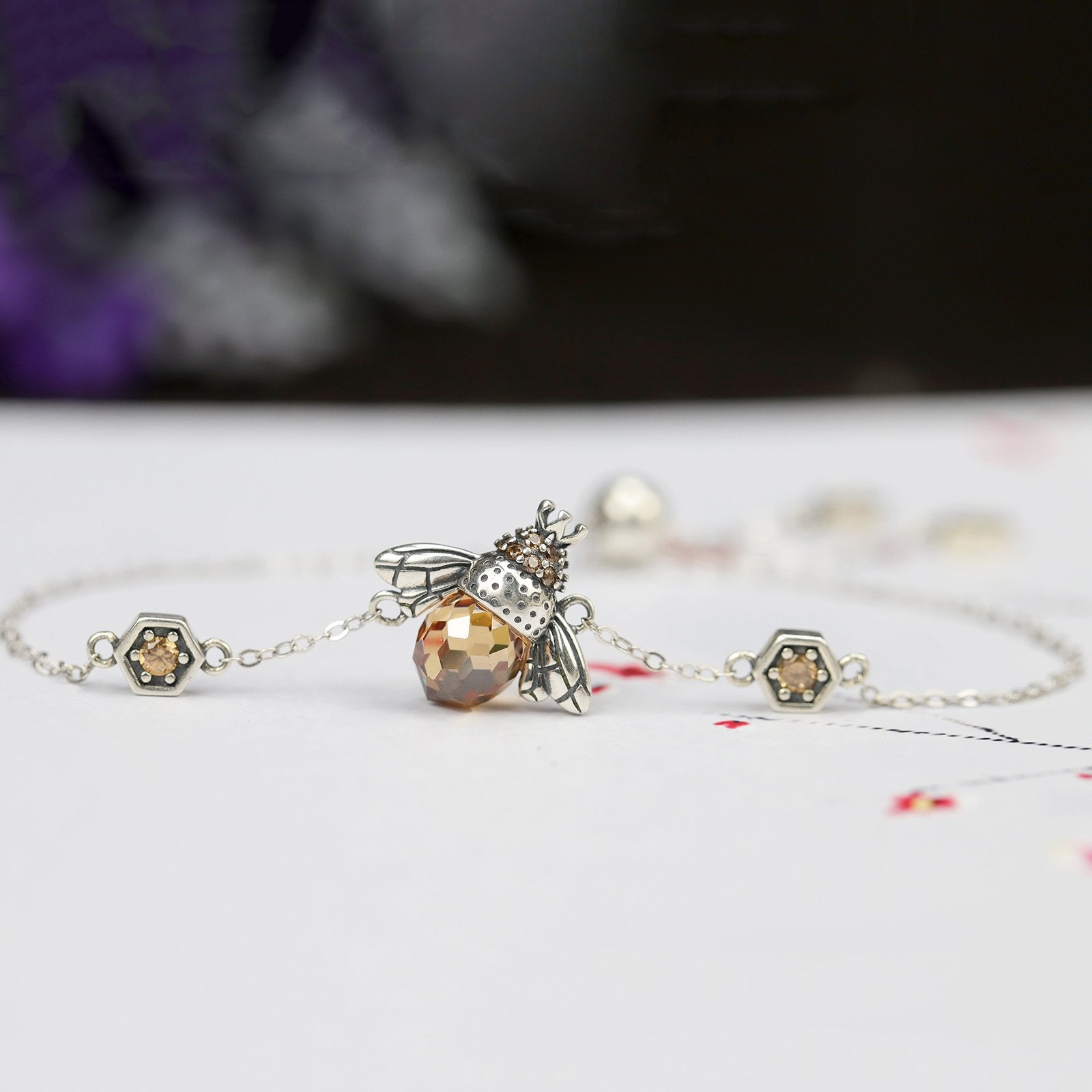Lovely Bee Kiss Bracelet