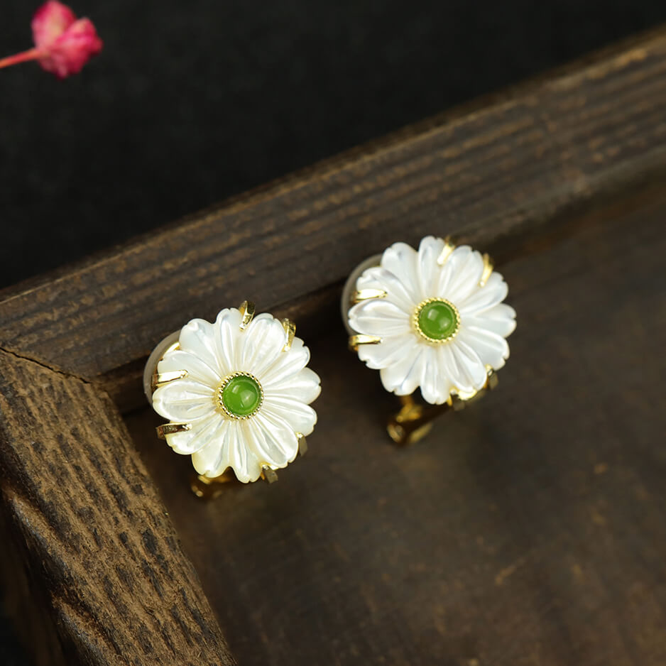 Natural Shellstone Daisy Clip-on Earrings