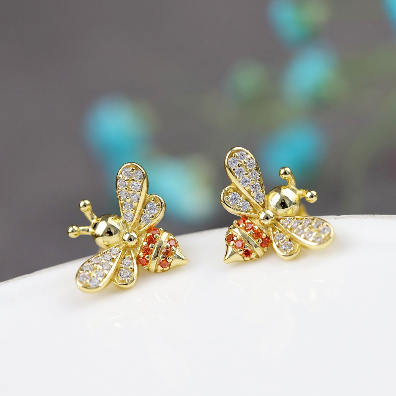 Lovely Glod Bee Kiss Stud Earrings