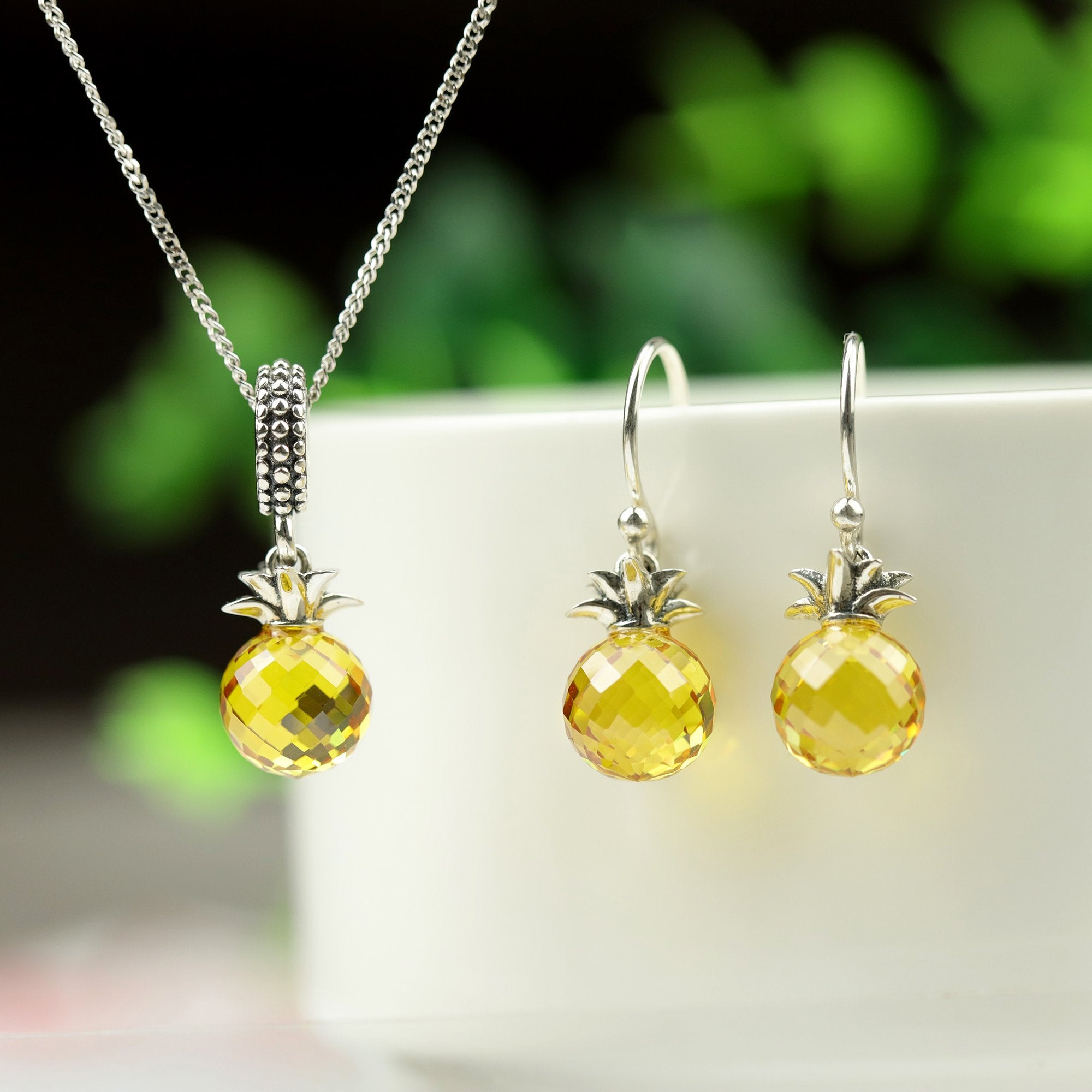 Stunning Pineapple Jewelry Set