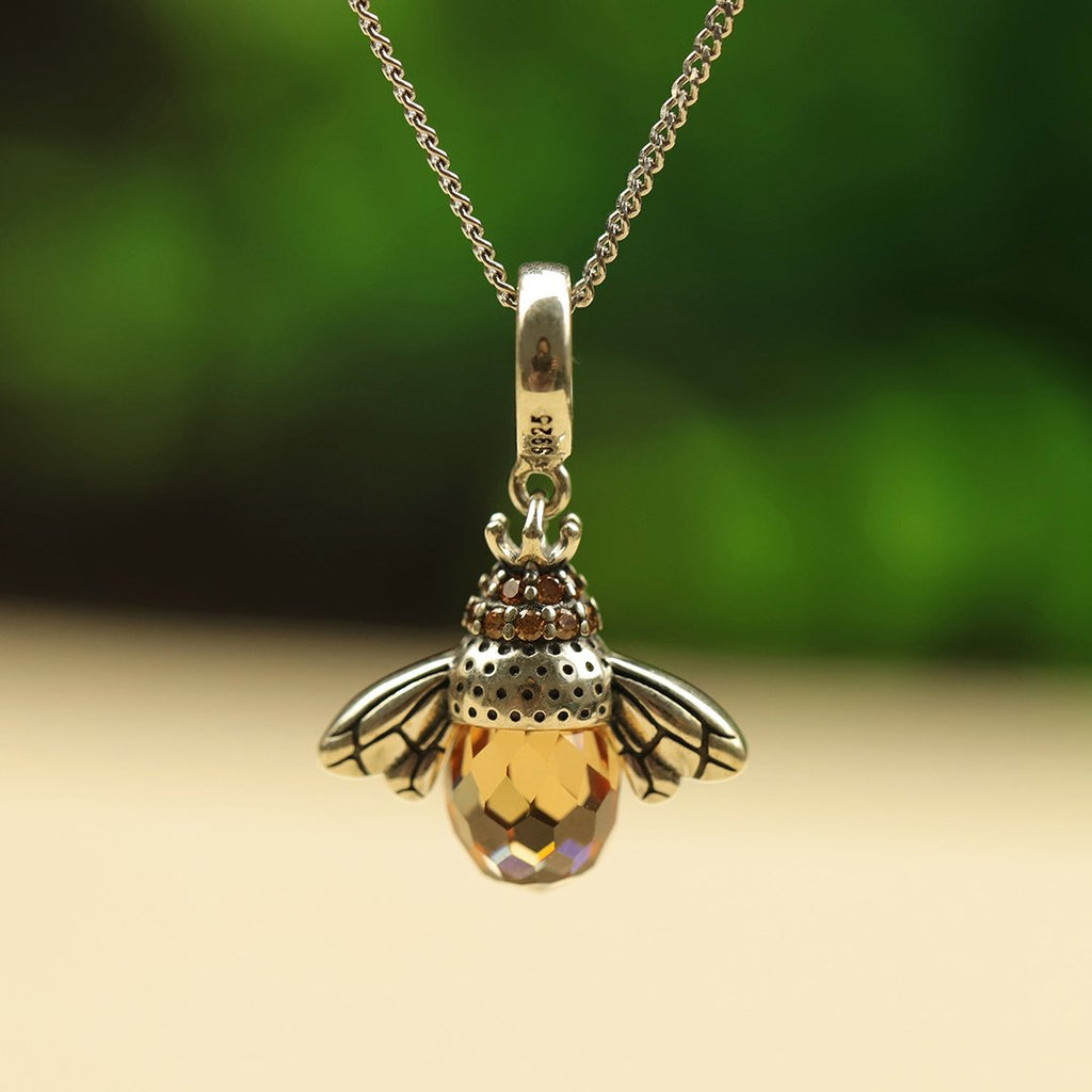 Lovely Bee Kiss Pendant with Chain
