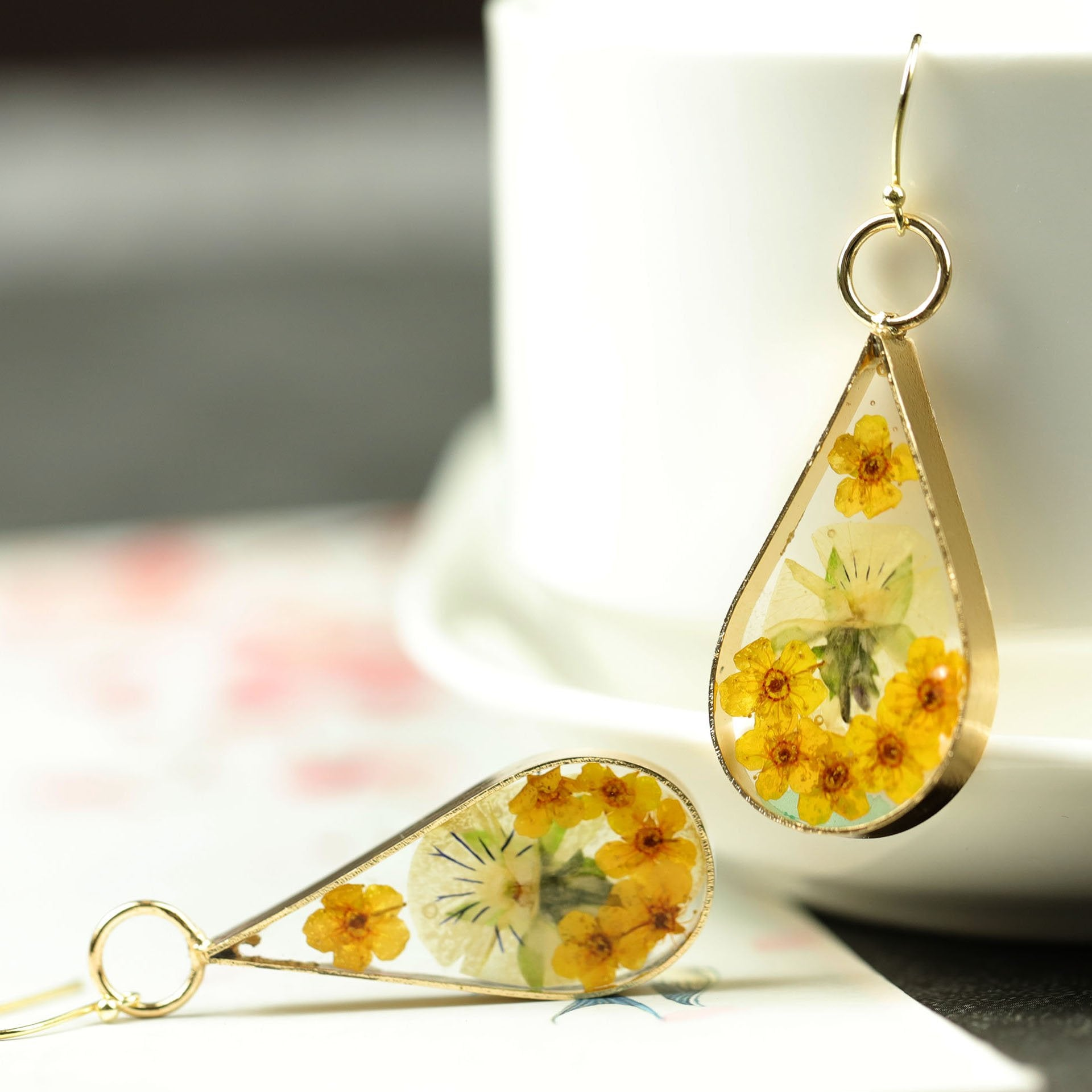 Delicate Dried Flower Waterdrop Earrings