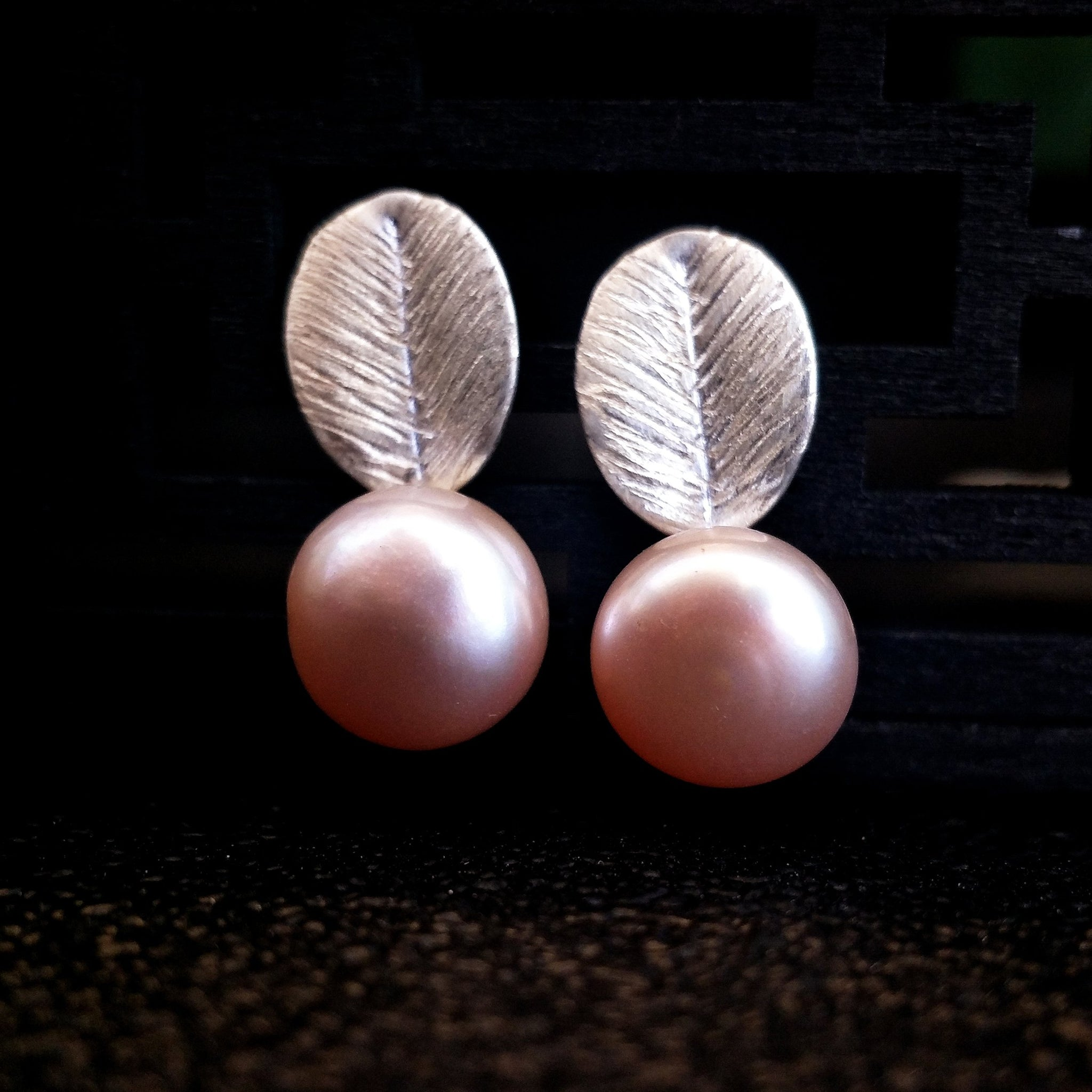 S925 Elegant Pearl On The Leaf Stud Earrings