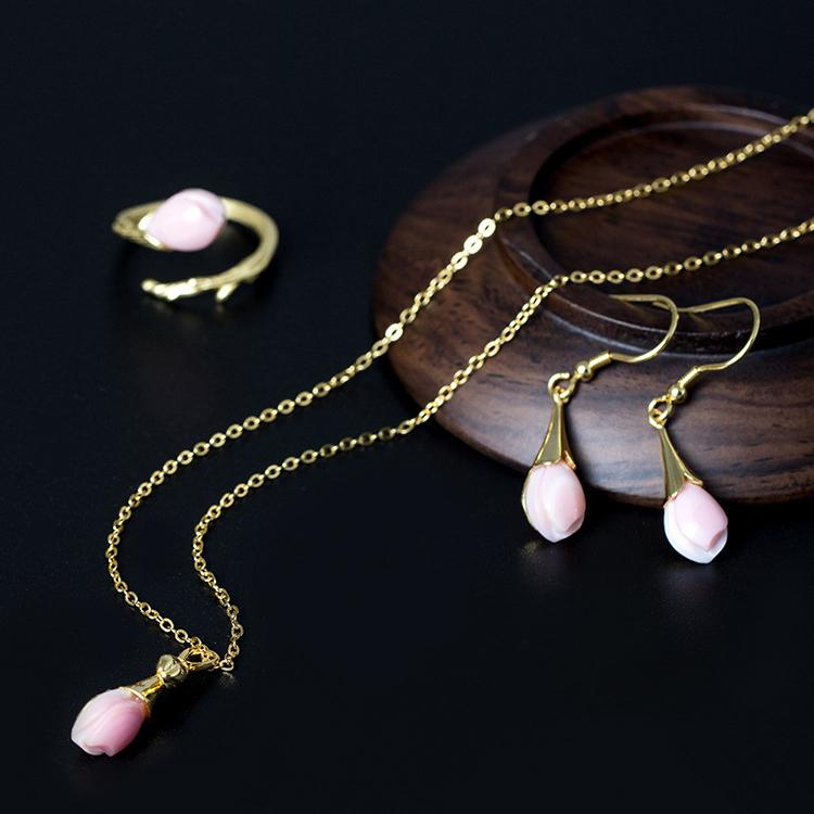 Elegant as You Flower Necklace
