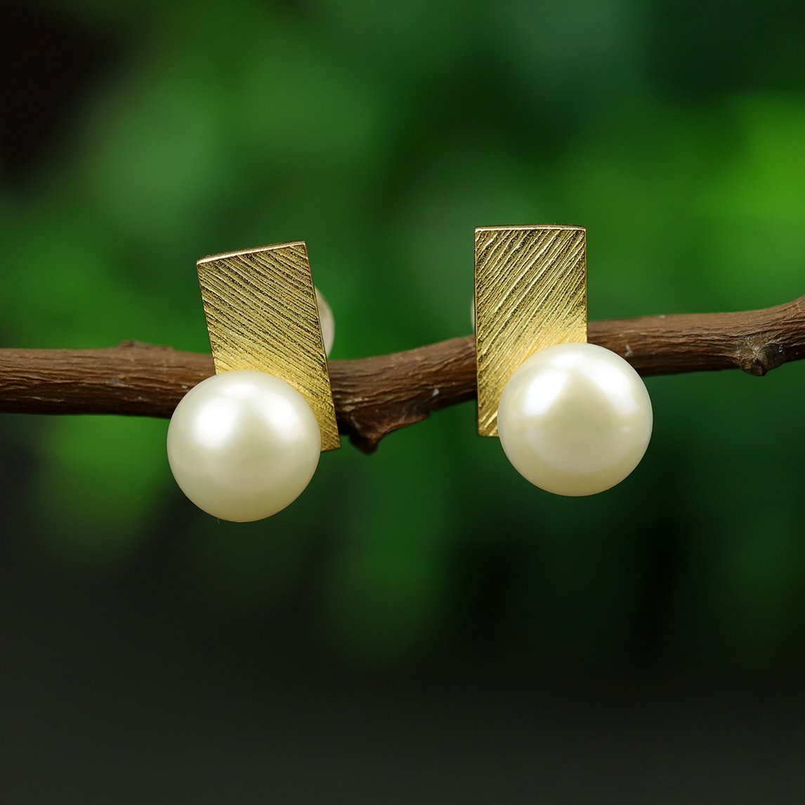 Pretty Geometric Pearl Stud Earrings