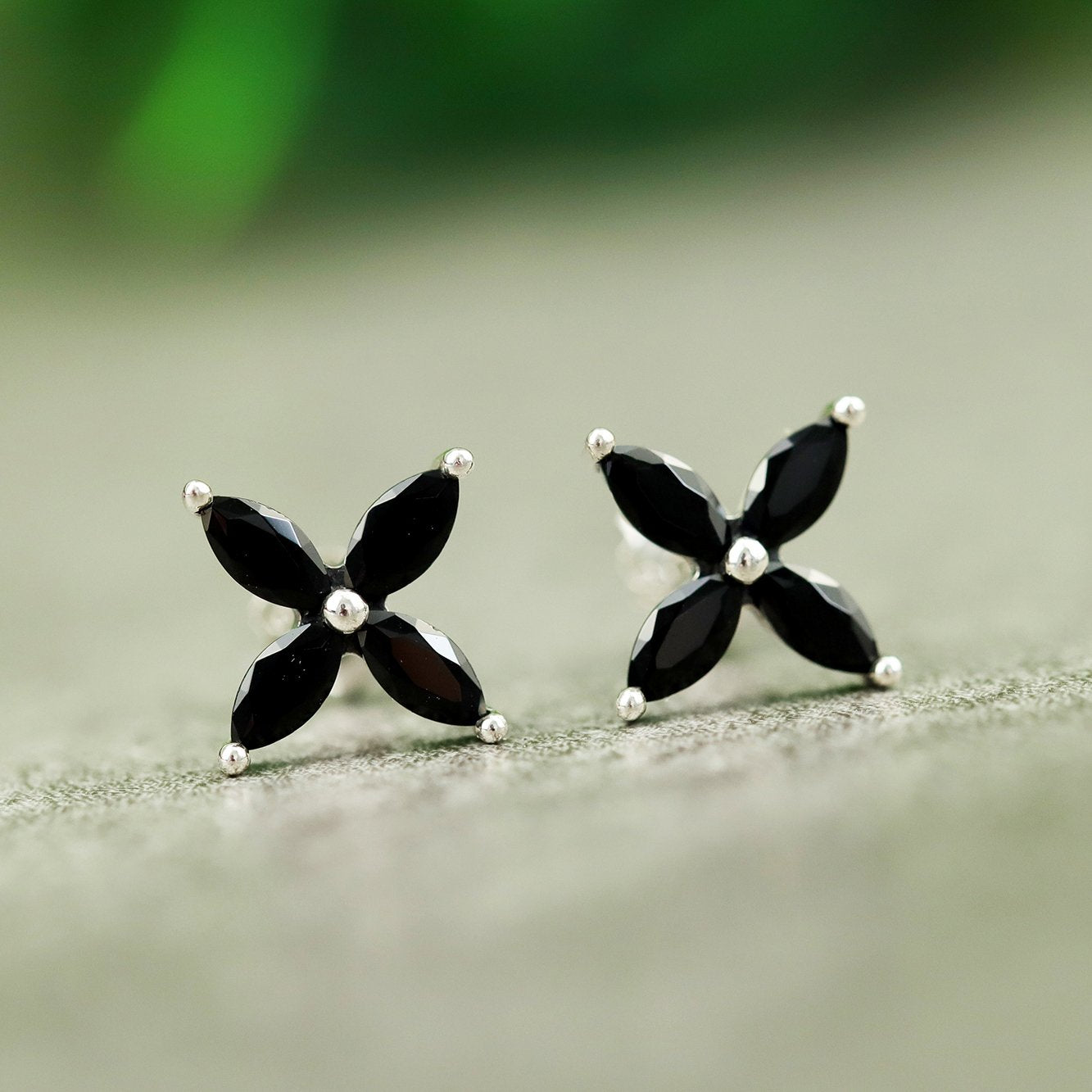 Vintage Black Flower Stud Earrings