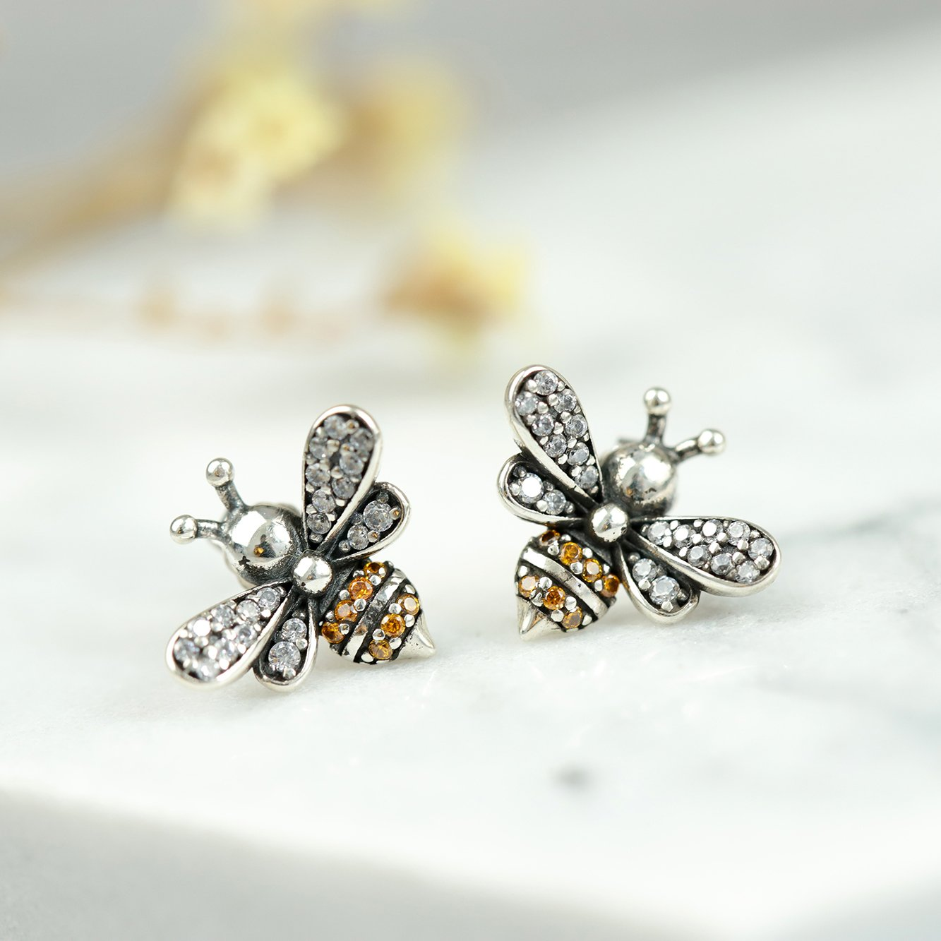 Lovely Bee Kiss Stud Earrings