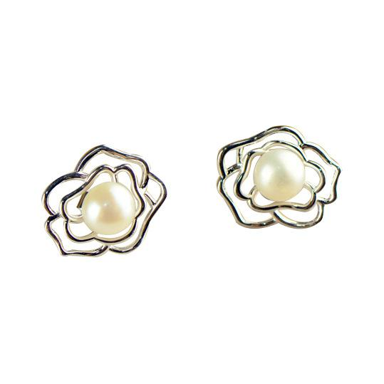 Pearl in Flower Stud Earrings