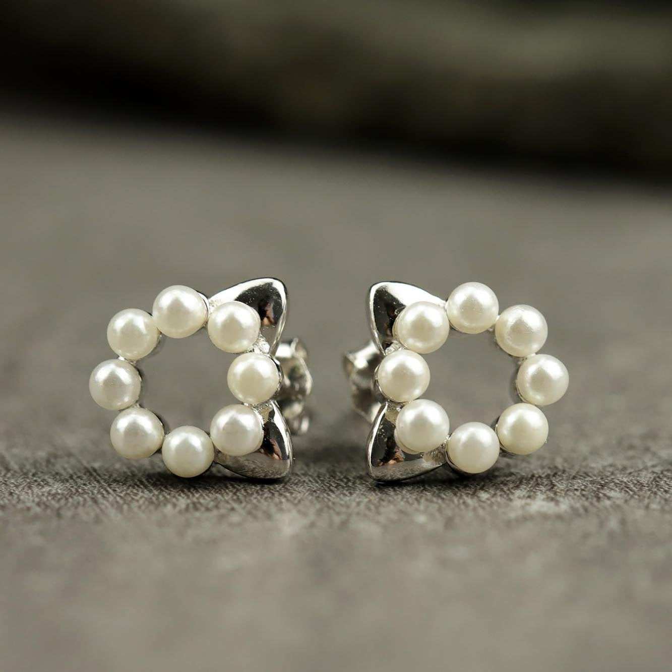 Lovely Cat Pearls Stud Earrings