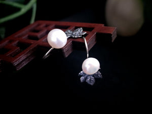 All Eyes on You Pearl Earrings