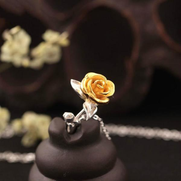 Rose Flowers Necklace