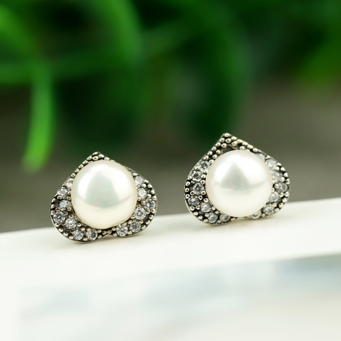 Sweet Heart Pearl Stud Earrings