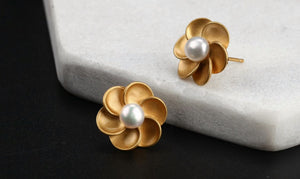Simple Beauty Pearl Flower Stud Earrings