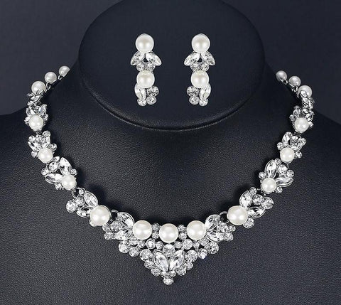 Lovely Pearl Rhinestone Choker and Earrings Set