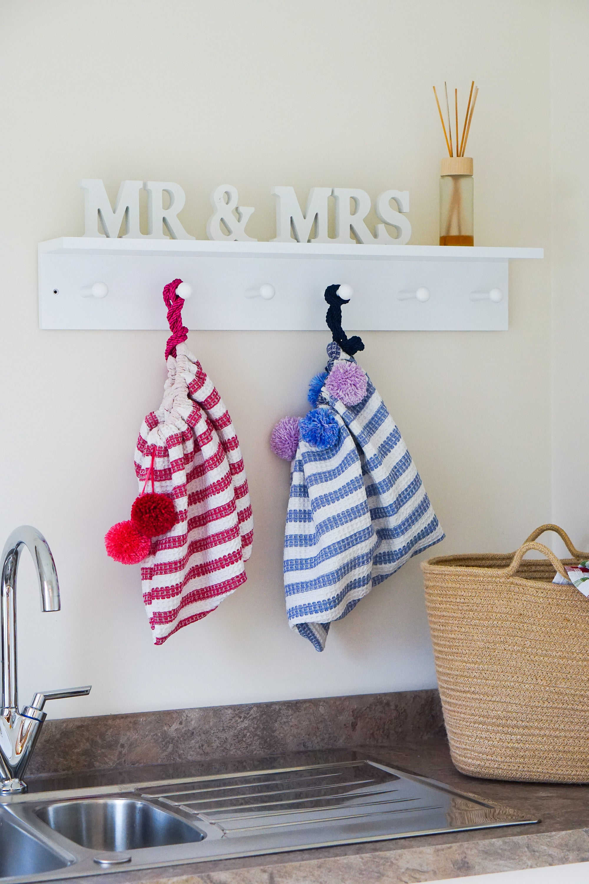 GET CRAFTY: SEW YOUR OWN TEA TOWEL STORAGE BAGS