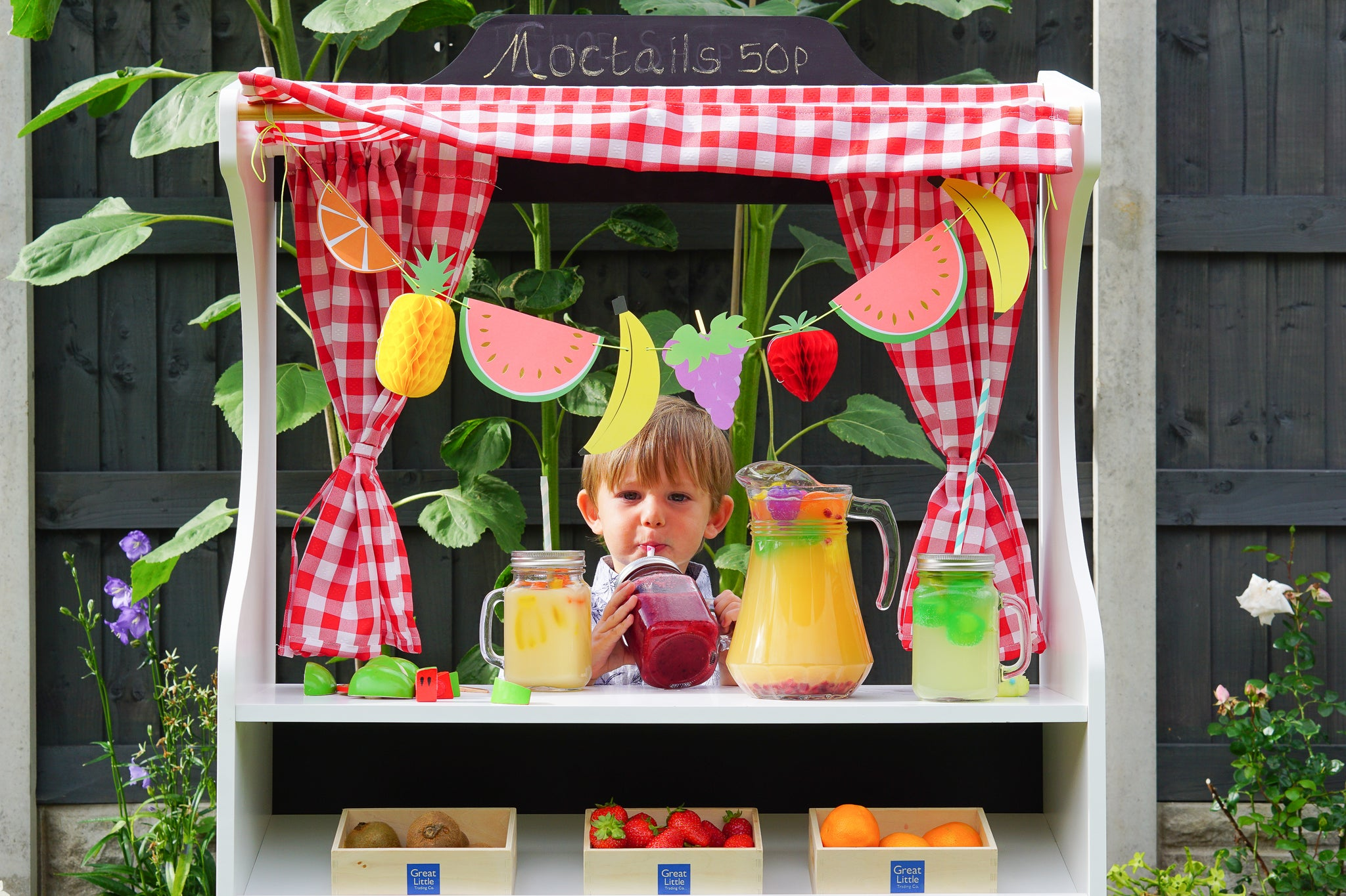 SET UP A FRESH FRUIT AND MOCKTAILS SHOP THIS SUMMER