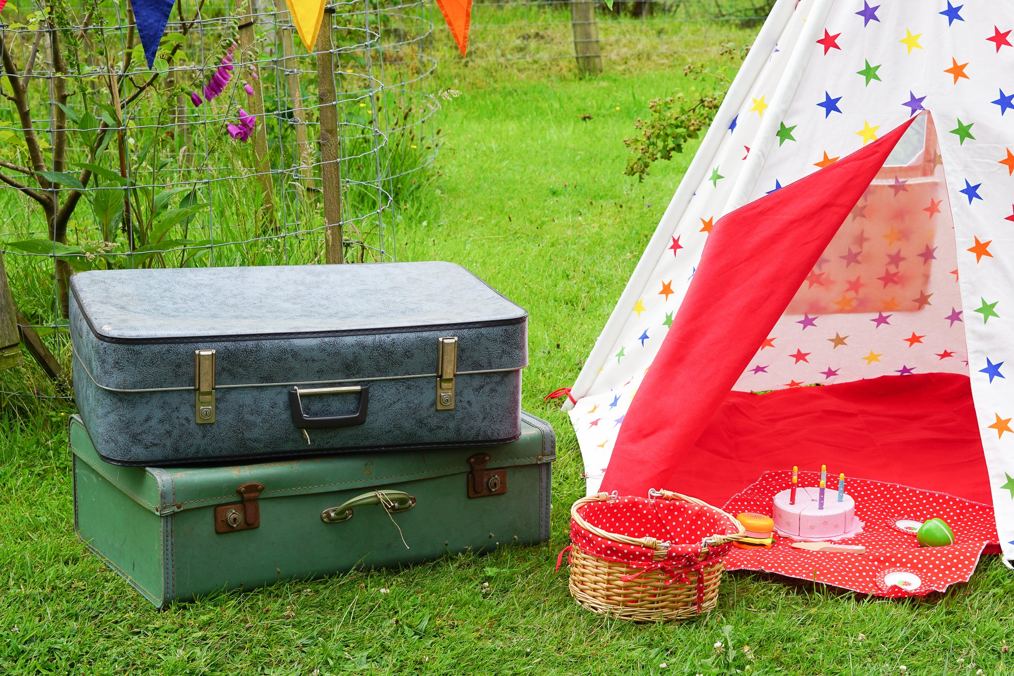 PACK YOUR SUITCASE FOR A GARDEN STAYCATION