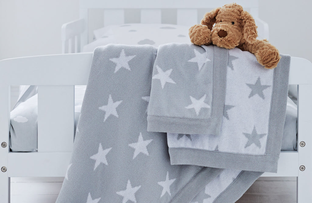 Grey star knitted blanket