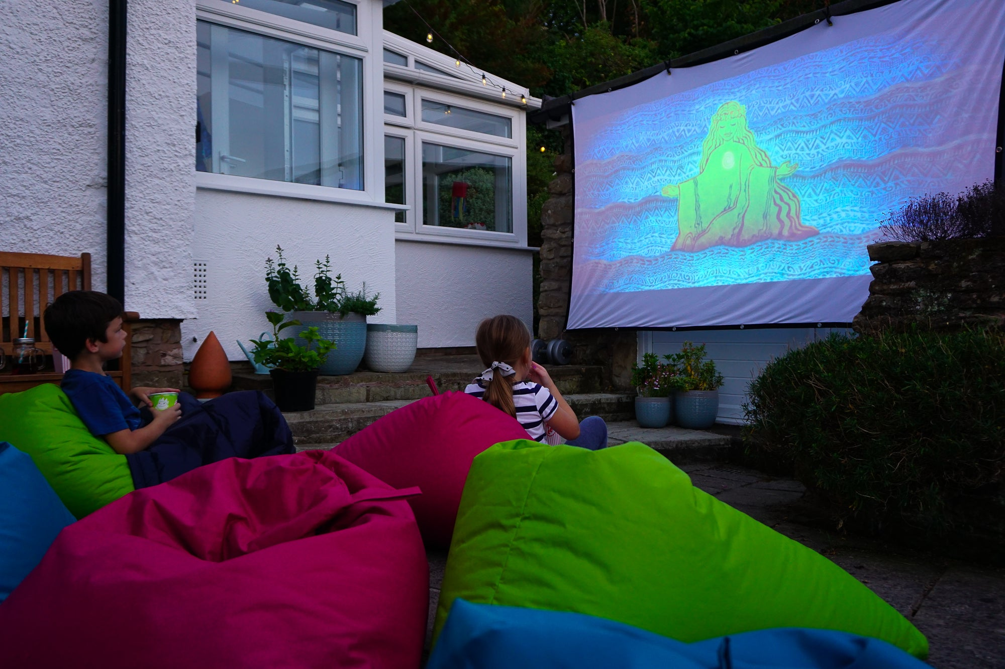 Turn your garden in to an outdoor cinema