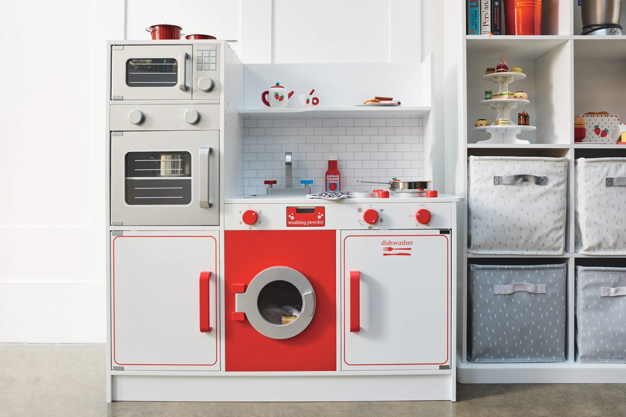 Which play kitchen should you choose this Christmas?