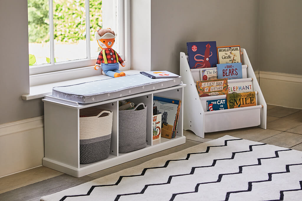Zigzag Rug and Sling Bookcase