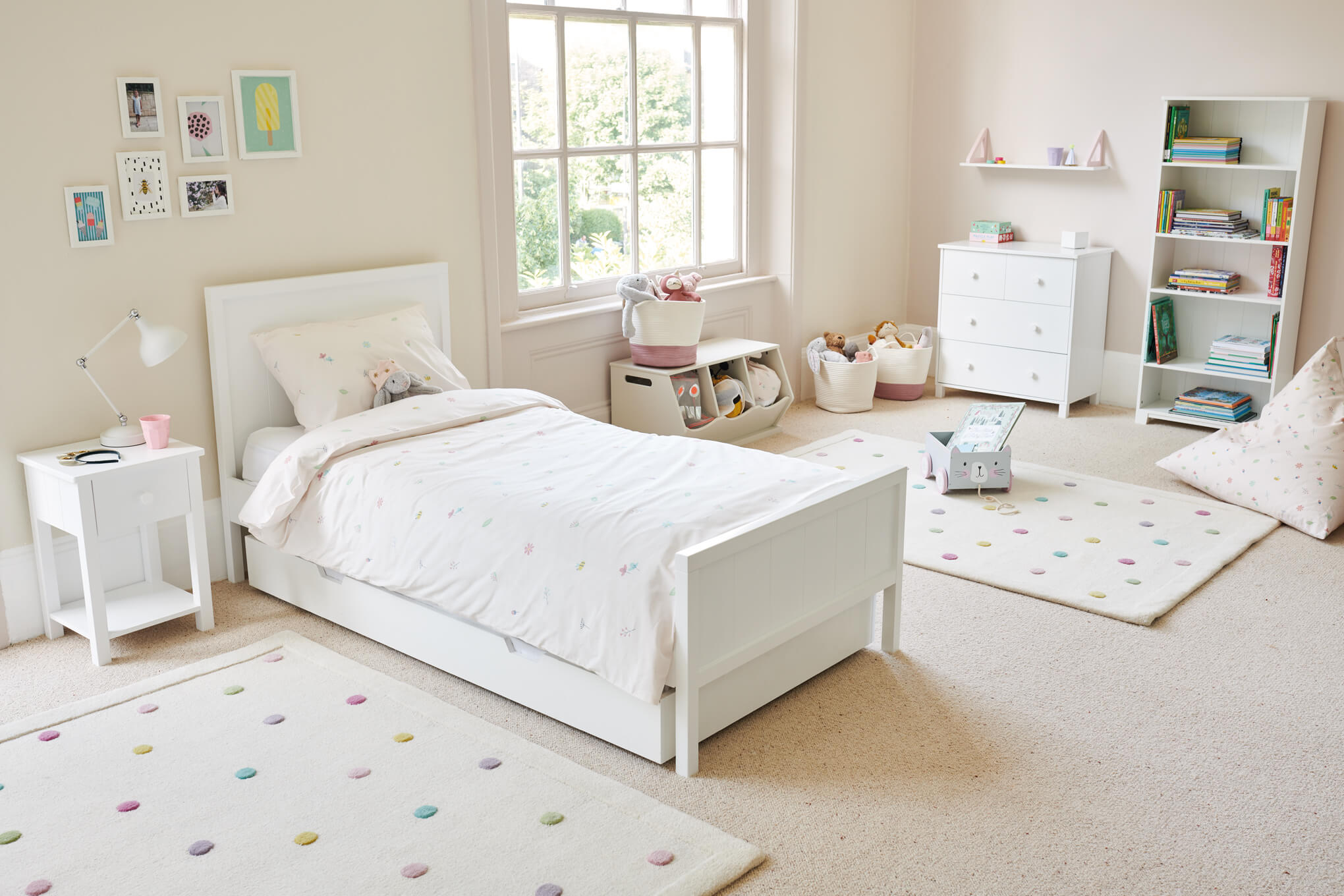 Buzzy Blooms room