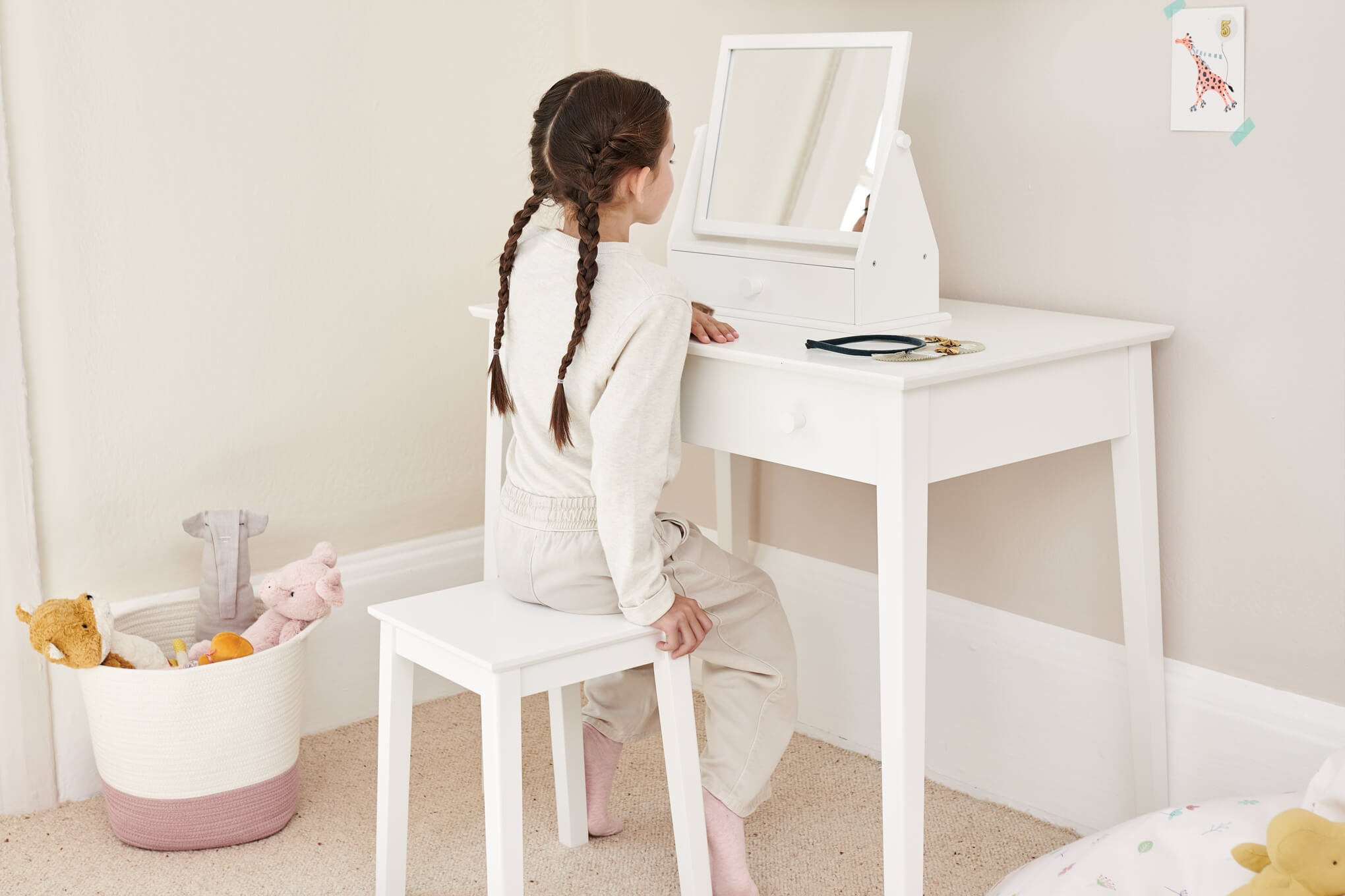 dressing up table