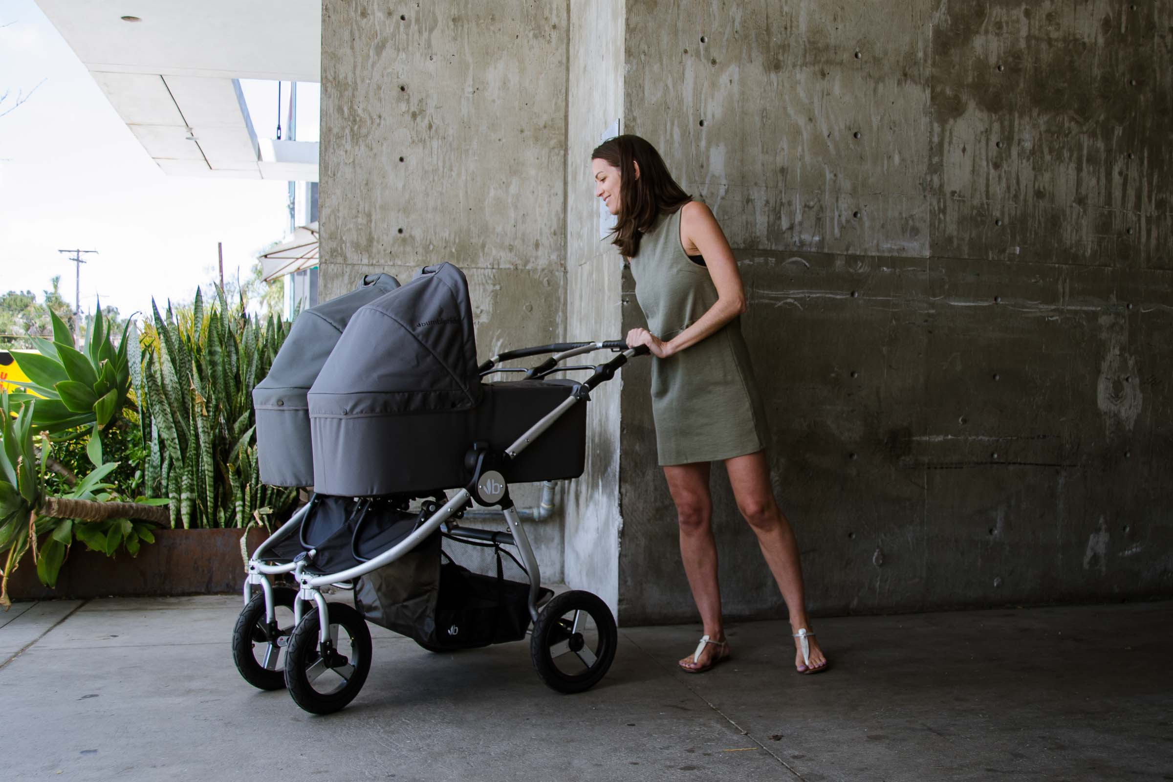 2018 Bumbleride Indie Twin stroller with two Bassinets in the city - Dawn Grey