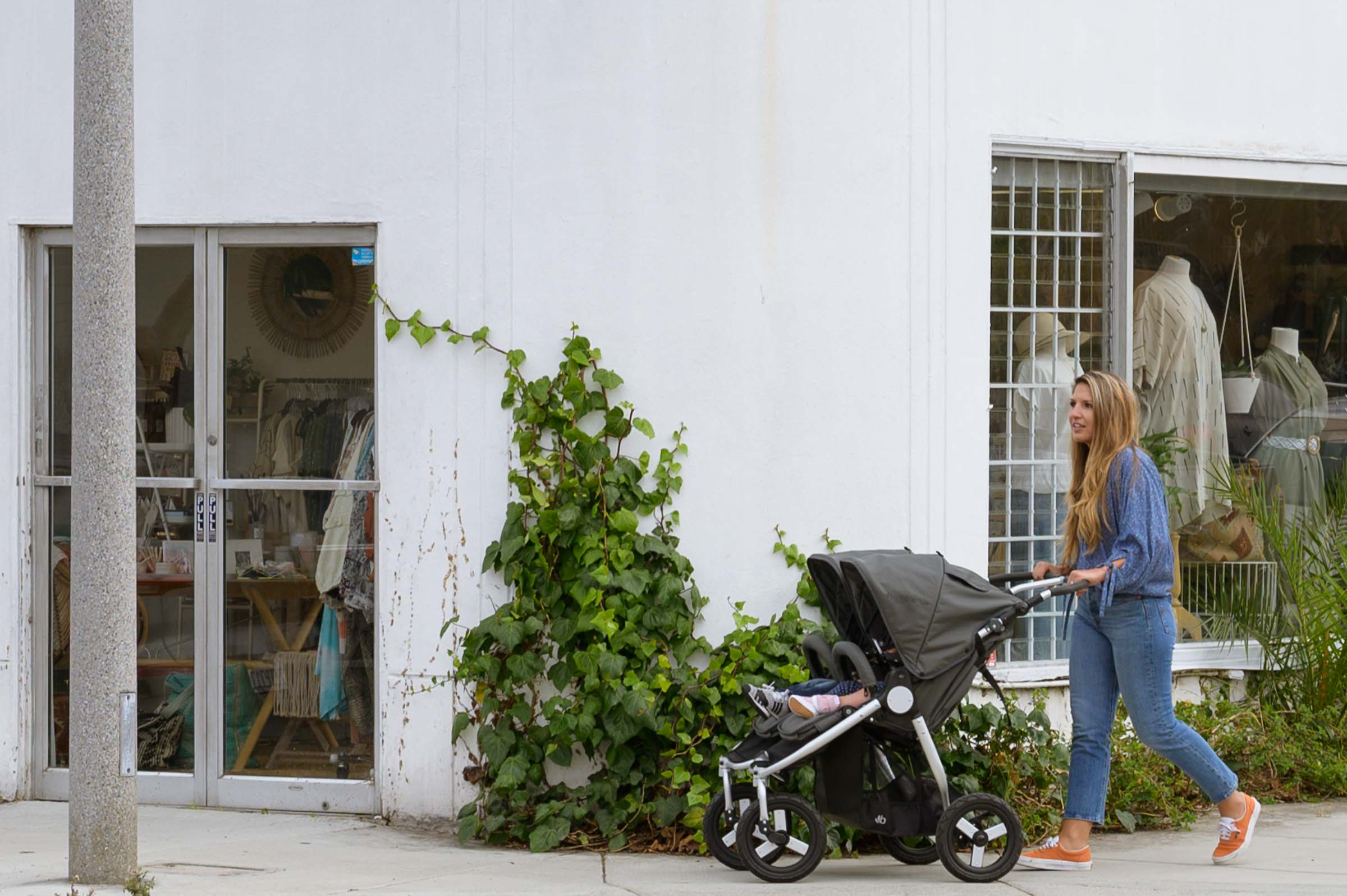 2020 Bumbleride Indie Twin stroller in city