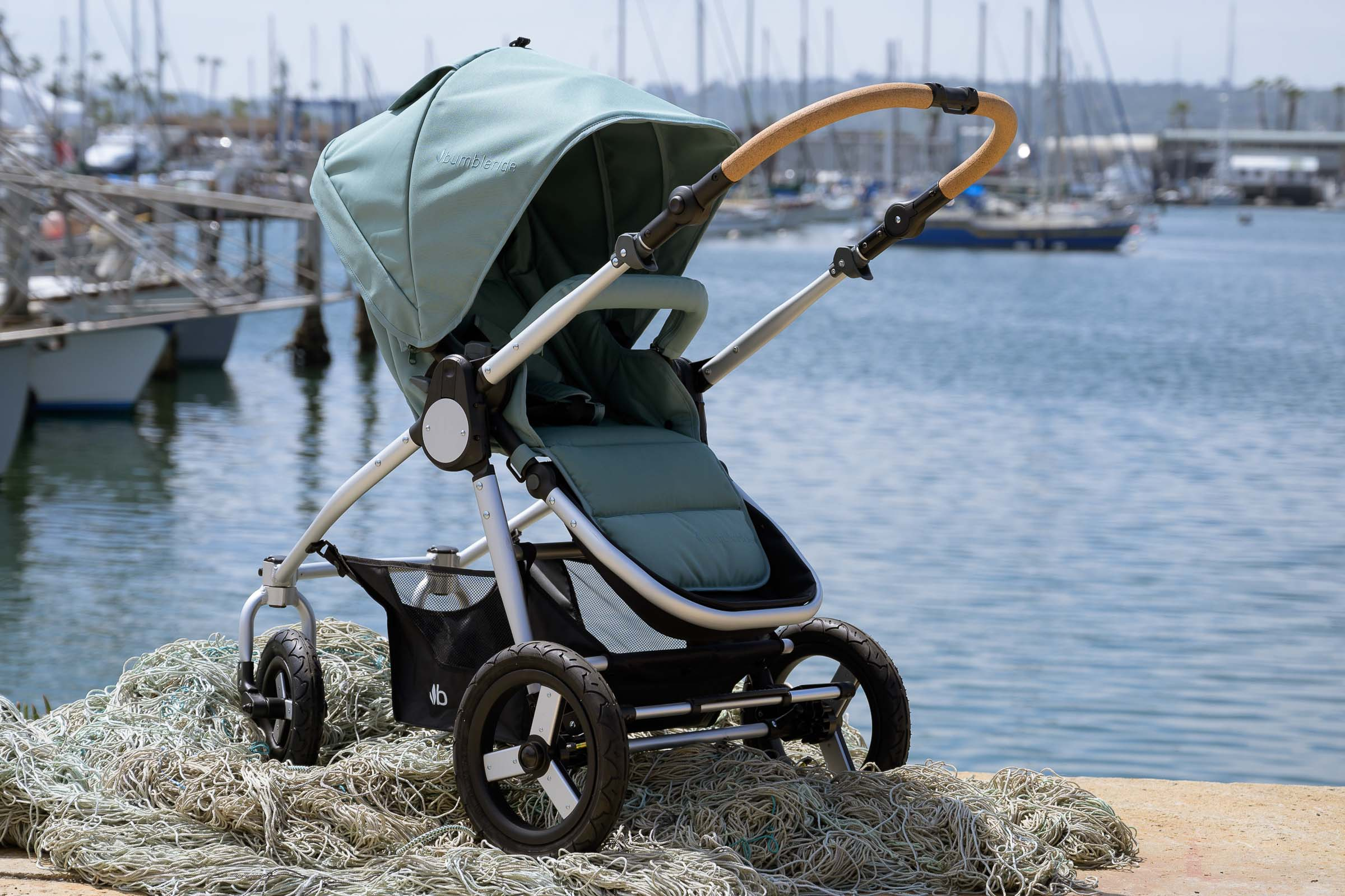 Era Reversible Seat Stroller in the city- Bumbleride Canada