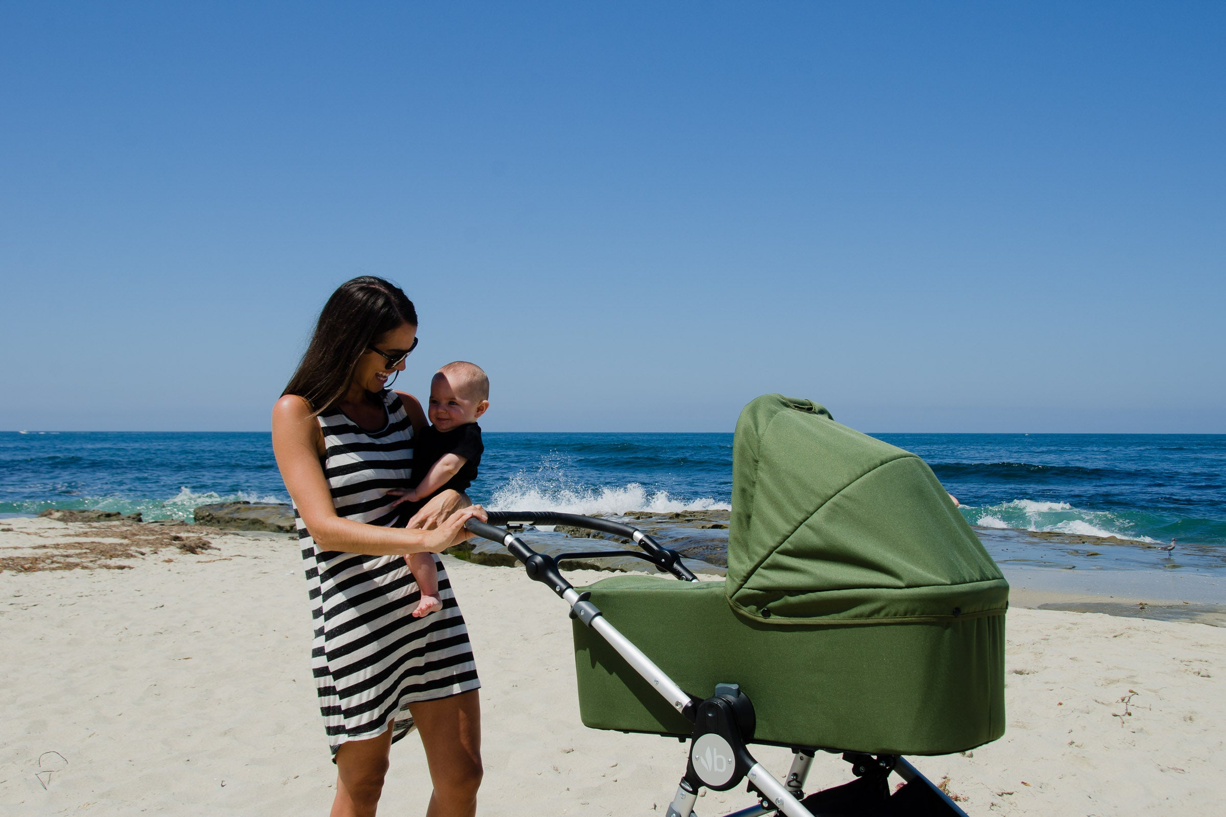 Bumbleride Speed at Beach with Bassinet 2