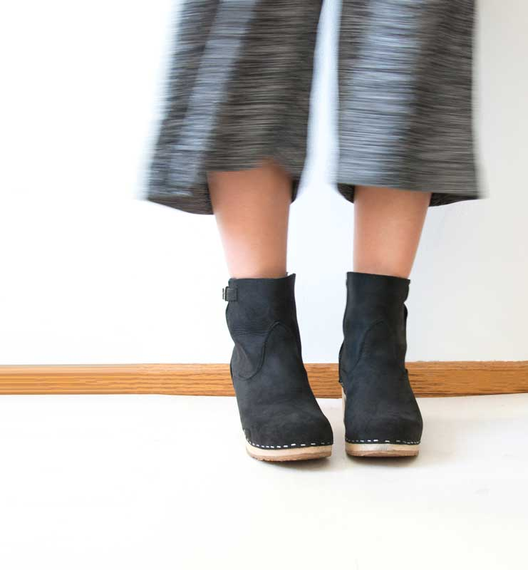 Style Inspiration: Clogs with Clothes That Shine
