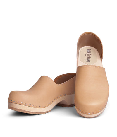 Brett Low Tan with light base closed back clog