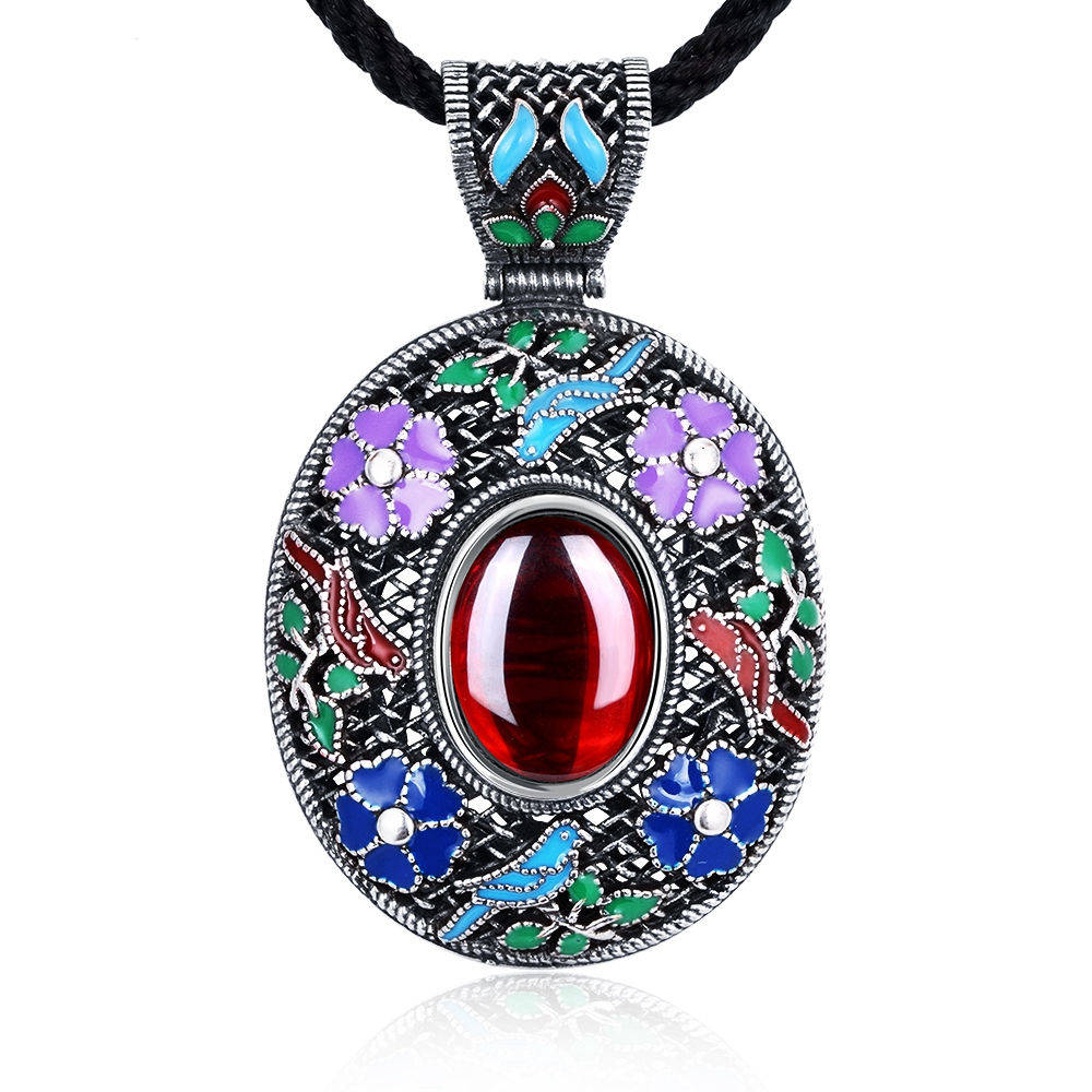 Vintage Ethnic Necklace With Red Natural Stone