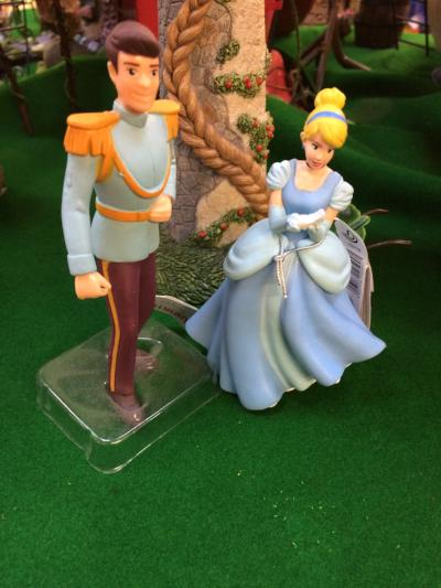 Cinderella and Prince Charming figures