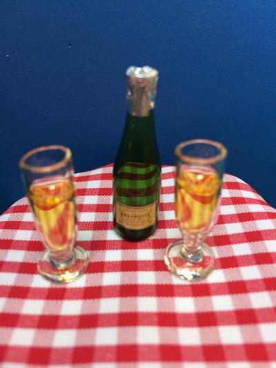 Champagne and glasses, perfect to toast the happy couple