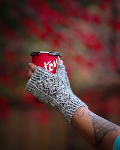Infinity fingerless gloves knitting pattern