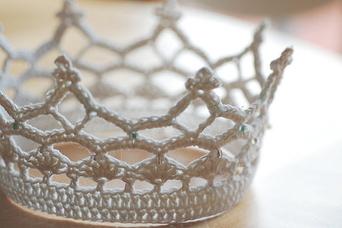 Crocheted crown pattern