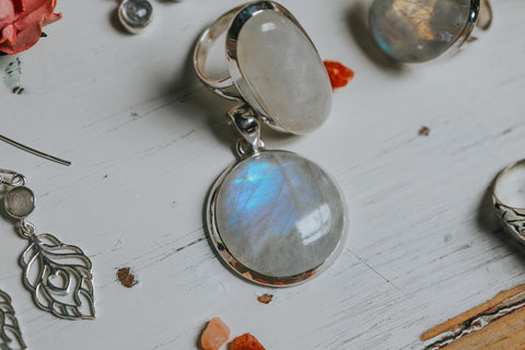 ISHKA Moonstone pendant and moonstone jewellery