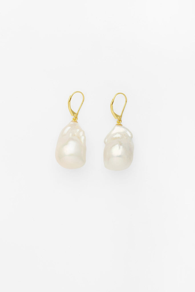 Cocoon Pearl Earrings in Gold