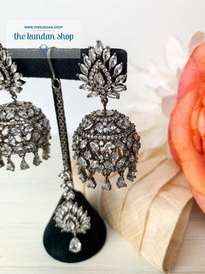 Ambiance in Black, Earrings + Tikka - THE KUNDAN SHOP