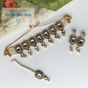 Loyals in Clear Necklace Sets THE KUNDAN SHOP