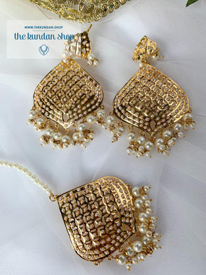 Attainable in Pearl Earrings + Tikka THE KUNDAN SHOP