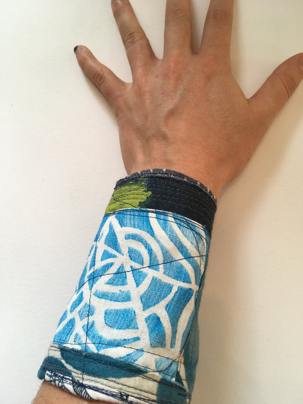 Wrist-Cuff / one-of-a-kind / hand-painted & collaged