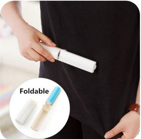 Folding pet hair removal device
