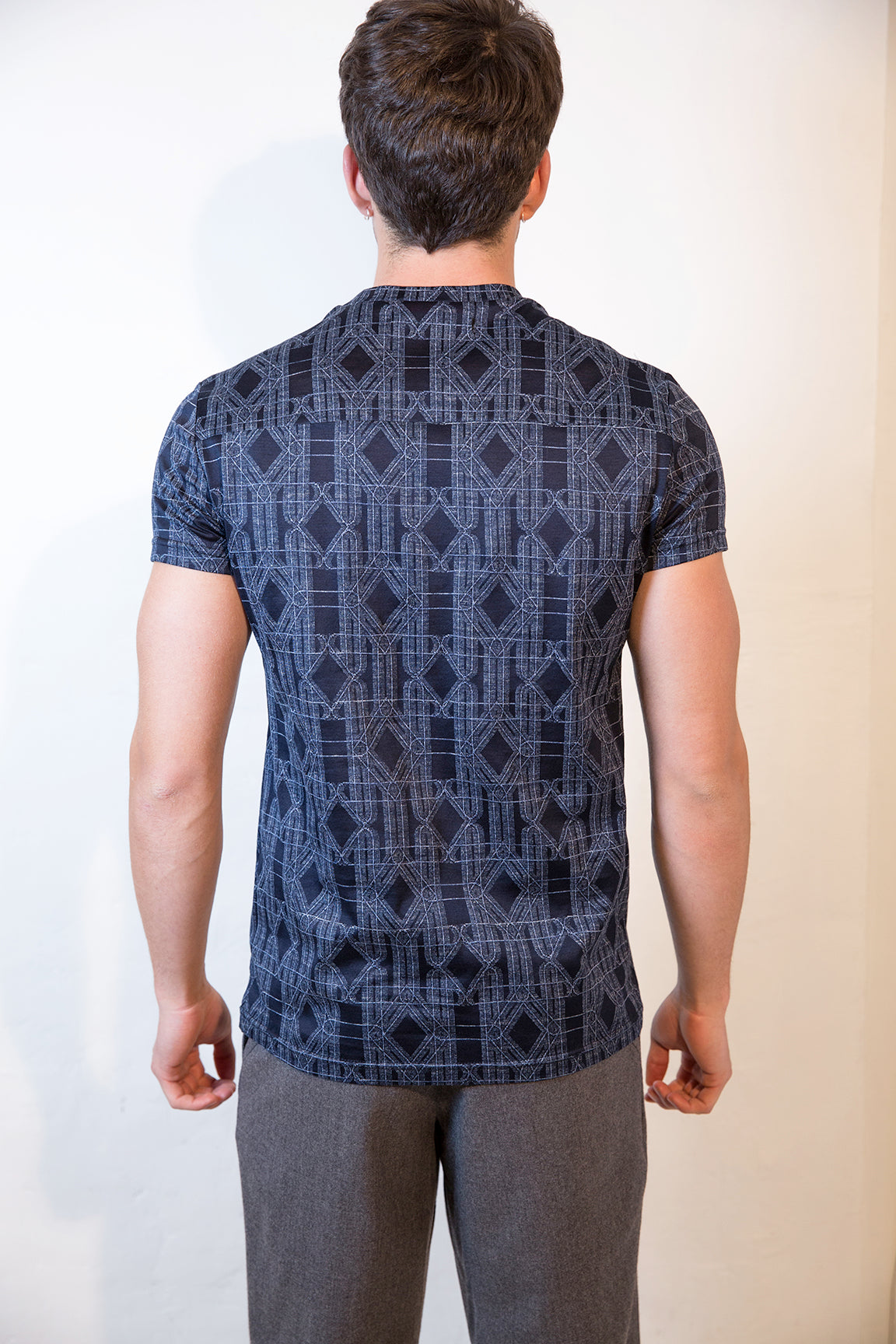 Sébastien Blondin haut top tee-shirt motifs patterns vitraux stained glass windows marine navy sport sportswear chic été summer coton cotton maille knitwear créateur designer nouveau new basique basic mode fashion homme man men men's world