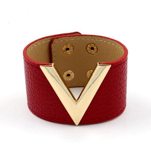 Big V Leather Bracelet - Jewelux & Co.