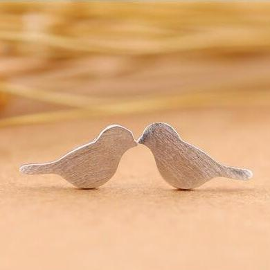 Tiny Brush Bird Stud Earring - Jewelux & Co.
