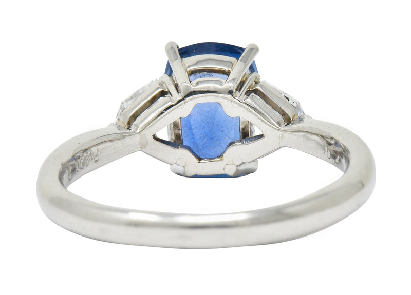 Contemporary 2.60 CTW No Heat Sapphire Diamond Platinum Three Stone Ring GIA